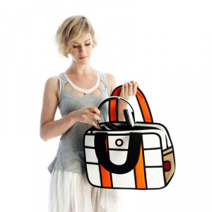 276b9ba6a7 Dans un sac se trouve un kit de survie pour les plus coquettes, les  bouquins d'une geek, le Smartphone d'une fille branchée et l'ordinateur  portable d'une ...